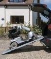 La rampe pliante est l'outil idéal pour mettre votre scooter handicapé PMR et senior dans votre véhicule